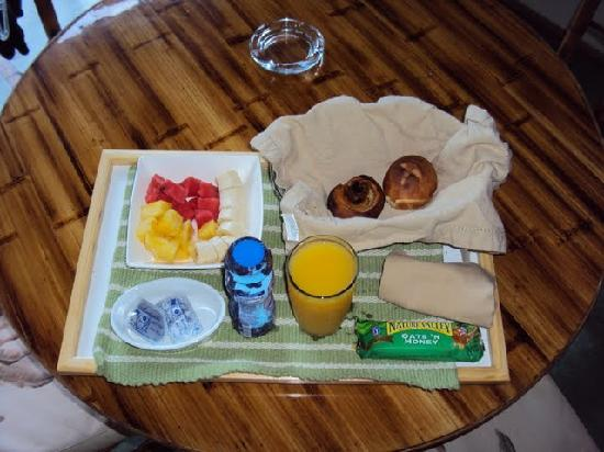 Hotel Plaza Yara: Breakfast