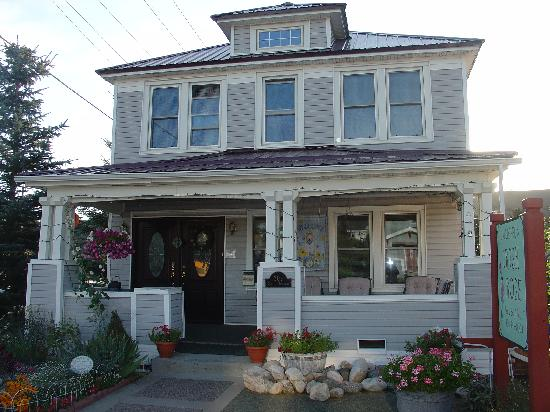 Gallagher's Irish Rose B&B: front of house