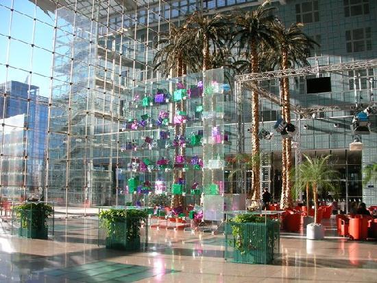 Hilton Munich Airport: beautiful modern decoration...