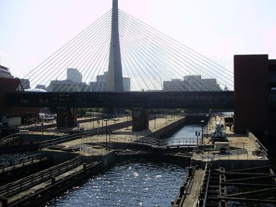 ‪Leonard P. Zakim Bunker Hill Bridge‬