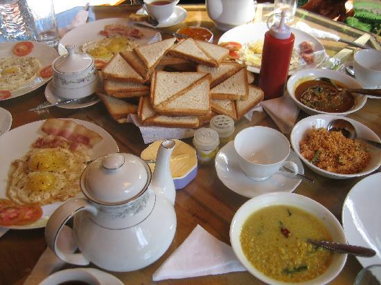 King Fern Cottage: Nice breakfast with choices of Western and Sri Lankan
