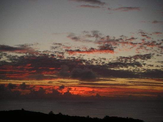Alofi, Niue: Sunset from cottages' lookout