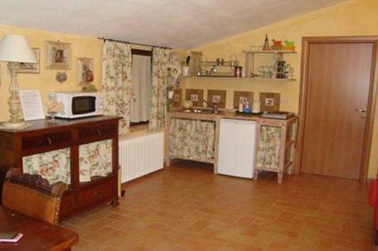 B&B Parma Antica Cascina San Geminiano: cucina completamente attrezzata