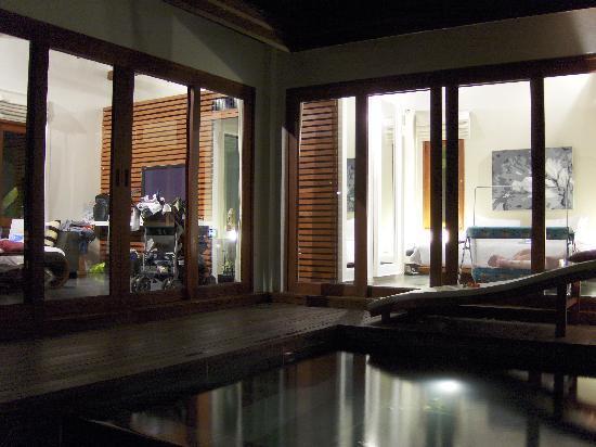 Zara Beach Resort: our villa at the night...