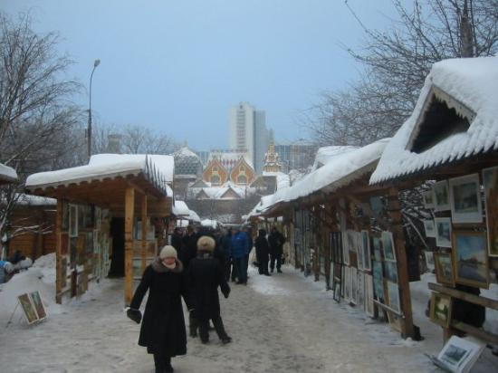 Izmailovsky Market : Izmaylovskiy Park, where Russian's go to shop