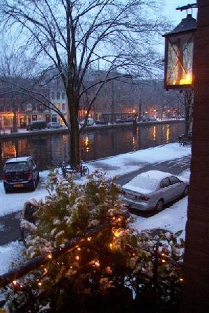 Bed and Breakfast Amsterdam: winter view onto the Canal taken from the Bed and Breakfast
