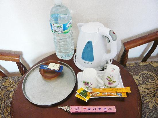 Dongshin Hotel: ポット等