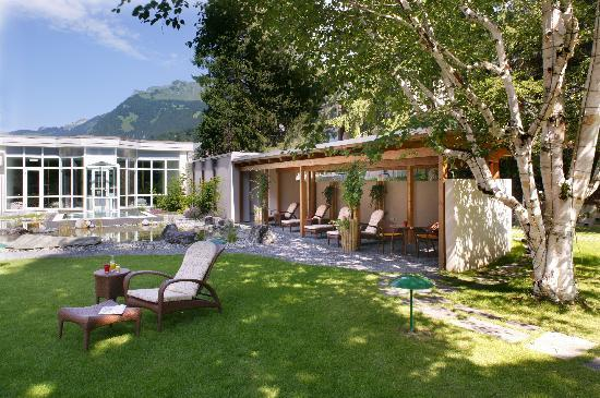 Belvedere Swiss Quality Hotel: Relaxing garden with Pergola
