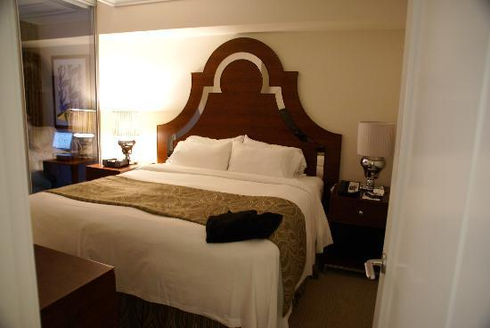 L'Hermitage Hotel: Comfortable king-size