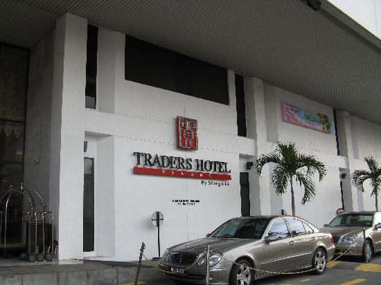 Hotel Jen Penang by Shangri-La: 玄関口です。貿の文字由来のマークです。