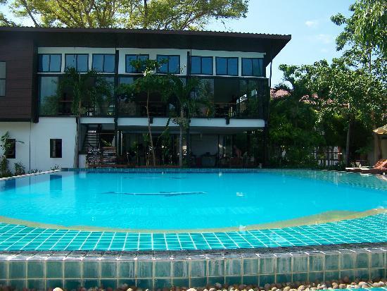 Phi Phi Villa Resort: Zwembad