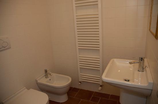 Duepiudue Bed & Breakfast: bathroom