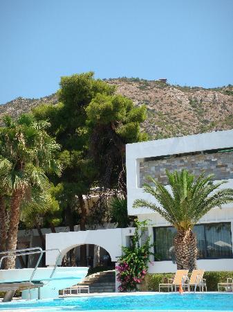 Hotel Poseidon Resort : mail building & swimming pool