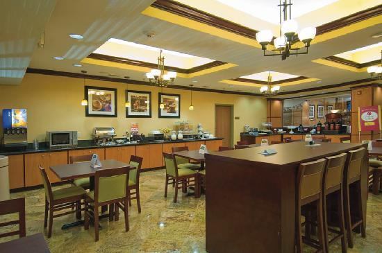 Comfort Suites: HOT DELUXE BREAKFAST AREA