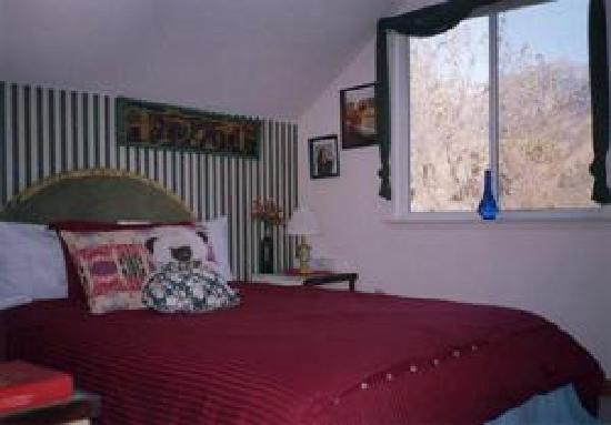 Residence Bellevue Guesthouse: one of two bedroons with one queen bed in each
