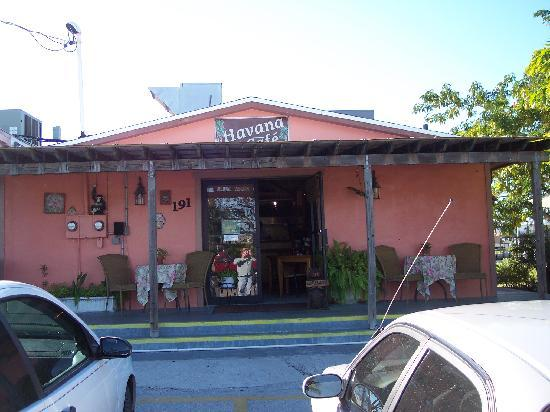 Chokoloskee, FL: the pink building