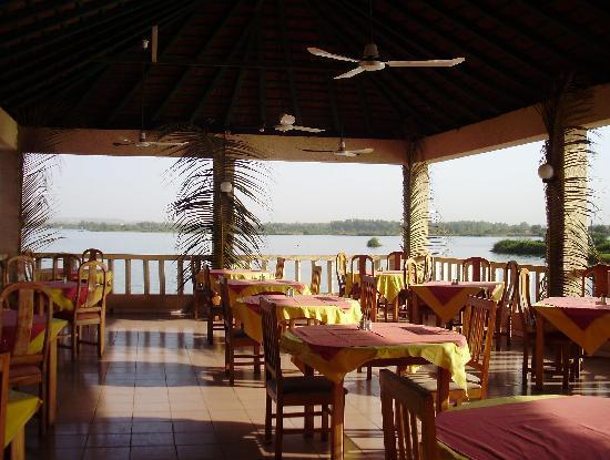 Hotel Mande: Restaurant terrace