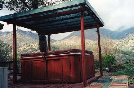 Residence Bellevue Guesthouse: jacuzzi with mountain view, located in the backyard of the property