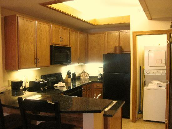 Holiday Inn Club Vacations Smoky Mountain Resort: Kitchen of the 2-Bedroom unit