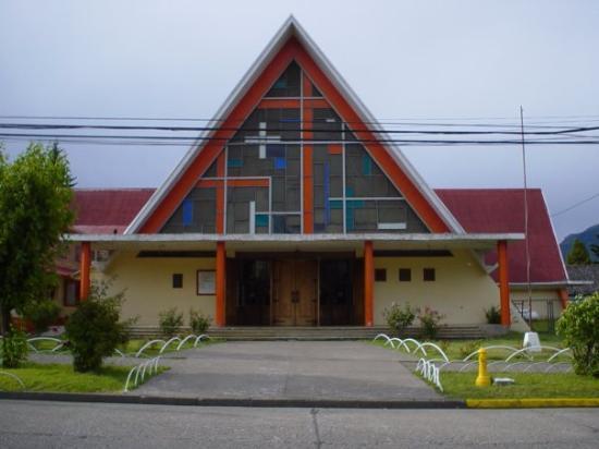 Coyhaique, Χιλή: portada de la catedral, la tipica