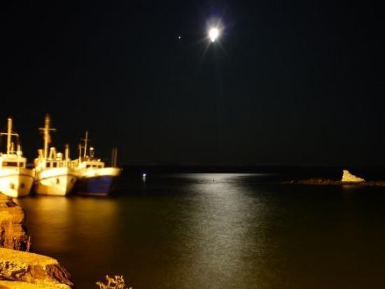 Listvyanka, Rusia: Moonlight over the lake