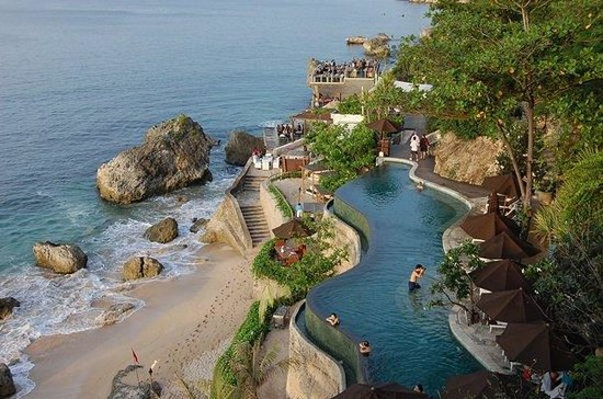 Pecatu, Indonesien: ayana hotel,uluwatu.  we were heading for rock bar.