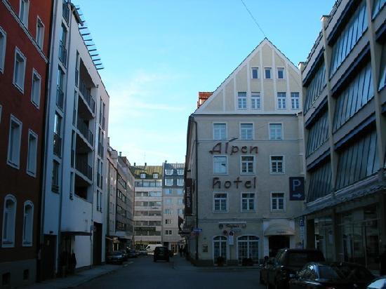 Alpen Hotel Munchen : Alpen Hotel...quiet street
