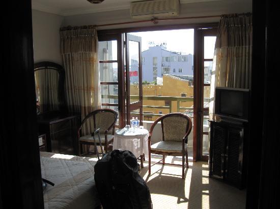 Ngoc Huong Hotel: room