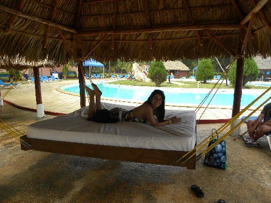 Brisas del Caribe Hotel: Poolside bed