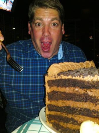Gibsons Bar & Steakhouse: Cake!