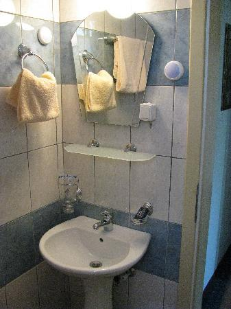 Vergina: Standard bathroom