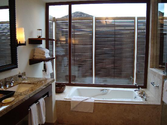 Amazing Fairmont Mayakoba: Open Window In Bathroom Let In Light While Preserving  Privacy