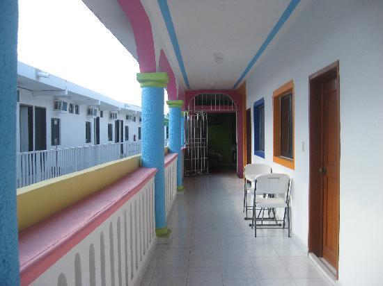 Colores Mexicanos: Shared veranda