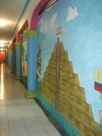Colores Mexicanos: Painted hallways