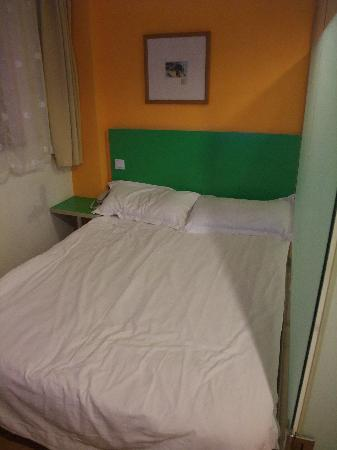 Shenhua Motel (Shanghai Fangdian Road): Bed is ok.