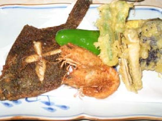 Minshuku Nanpuso : 食べきれない量のお料理です