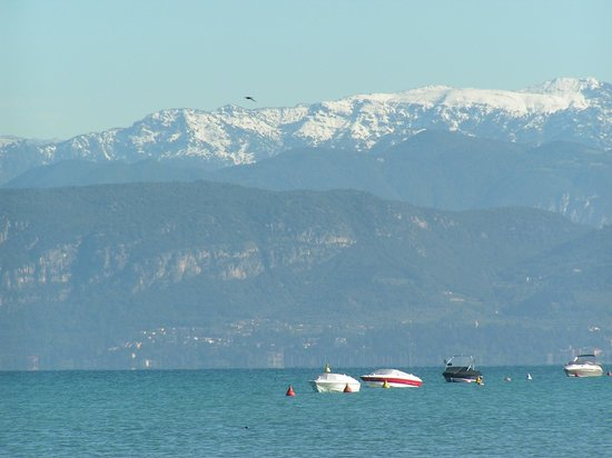 Lake Garda, İtalya: Lazise - view late May