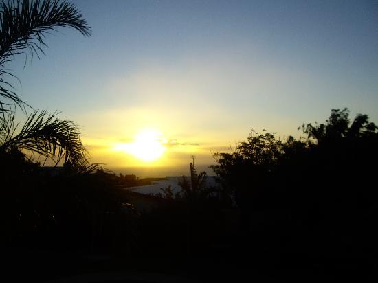 The Oceana & Camps Bay Luxury Suites: Sunset from Balcony