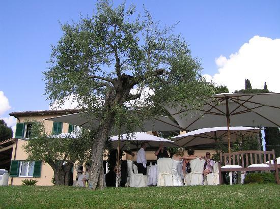 Tenuta Santa Cristina: Al fresco wedding lunch