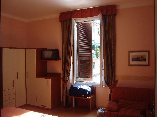 Hotel Genova: Light and airy room !