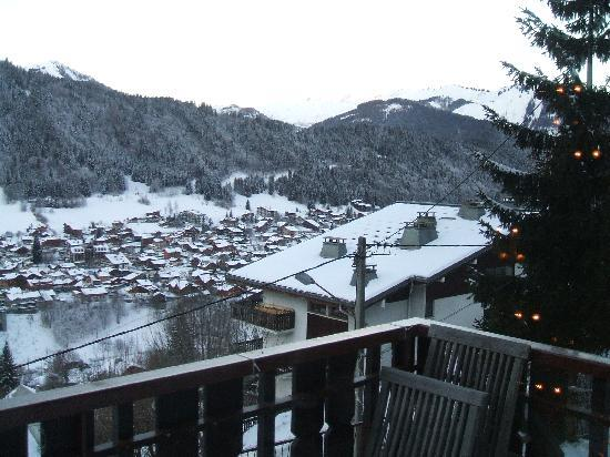 Chalet Les 4 Vents: Morzine from the Hotel