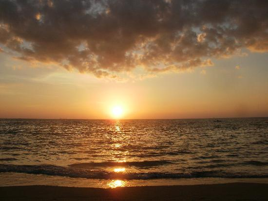 Lanta Nature Beach Resort: Beautiful sunsets every night!