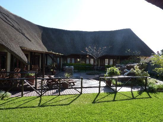 Elephants Footprint Lodge: Garden area with little pool
