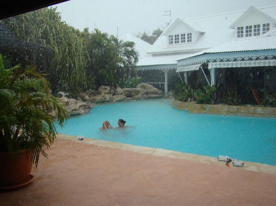 Hostellerie des Chateaux: Même sous la pluie....