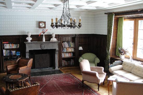 Chesa Spuondas: Bibliothek