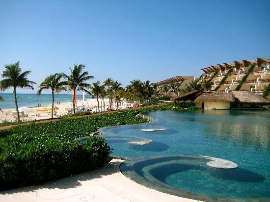Grand Velas Riviera Maya: Ambassador Pool Area