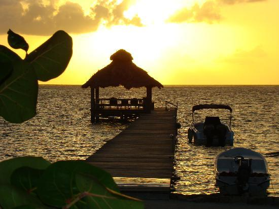 Xanadu Island Resort: Resort Dock and Palapa