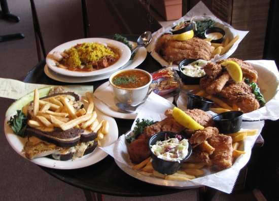River Grille: Some of the food served