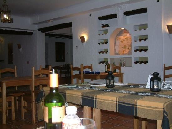 Casa Olea: Dinning room with an original and informative wine rack!