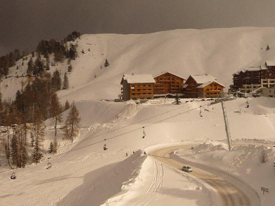 Macot-la-Plagne, France: Hotel on the piste